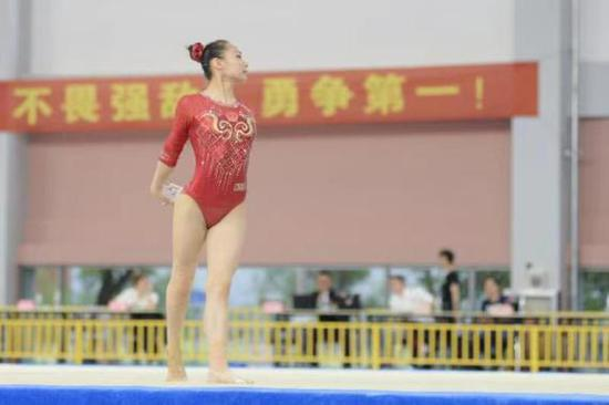 中国体操队模拟奥运赛场检验队员状态 体操女队进行实战练兵!