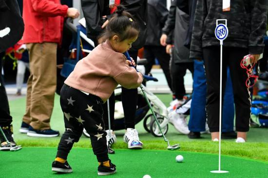 體驗高爾夫游戲
