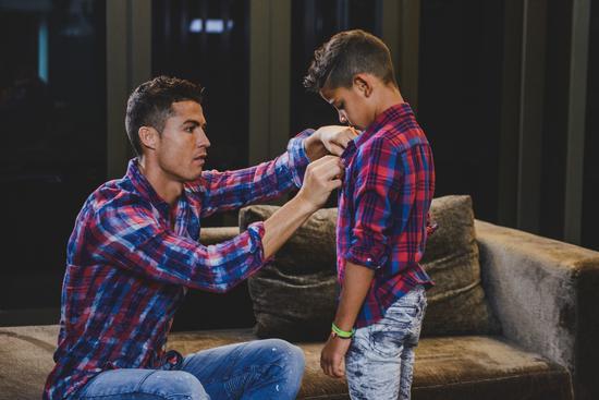 C罗:不会强逼儿子成为球员 但做什么都要最好