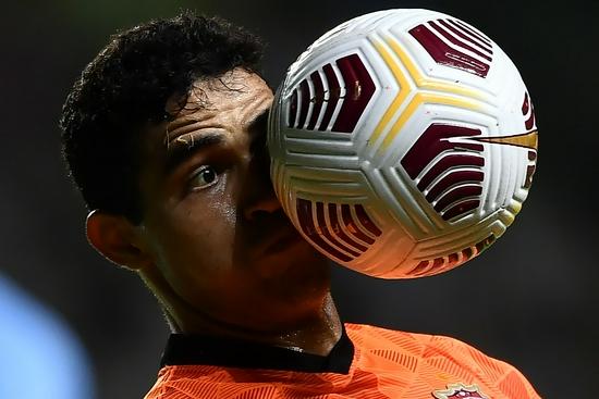 中国足球左右为难:保障国足集训 就必须牺牲中超?