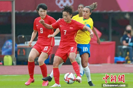 中新:中国女足0比5负于巴西 抬起头来别放弃