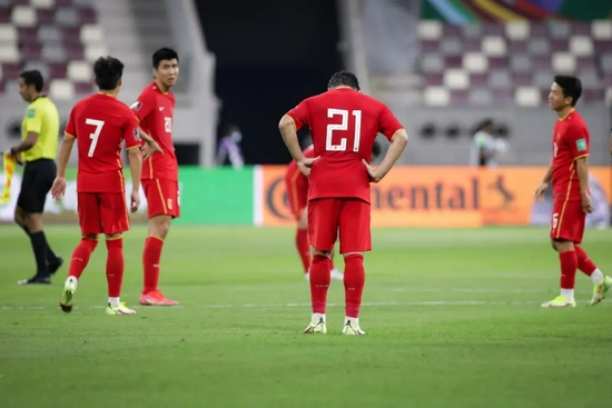 国足踢日本半场感官比数据更冰冷 死守无法填鸿沟