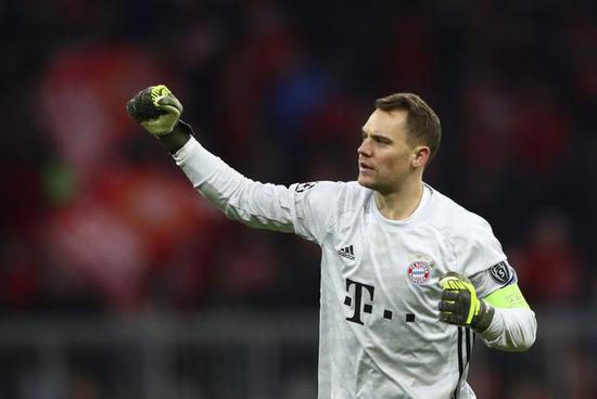诺伊尔:拜仁有机会赢得三冠王 但骄傲会导致失败