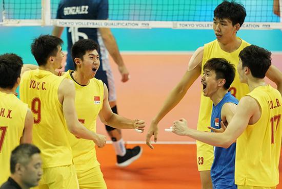 中国队球员庆祝得分。打出拼劲,仍未拼出奇迹
