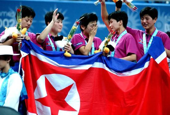 """2002釜山亚运会,风头正盛的中国女乒遭遇了大球时代以来的第一次""""滑铁卢""""。"""