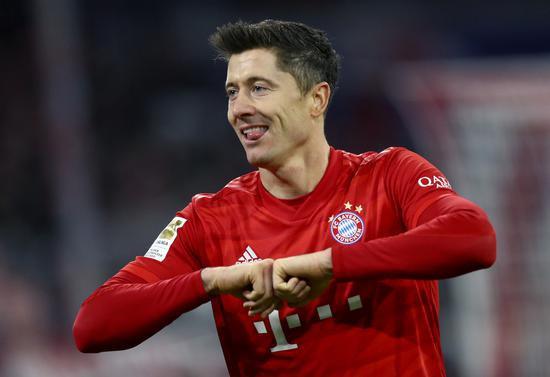 拜仁主场2-1打败沃尔夫斯堡,拜仁前锋莱万梅开二度