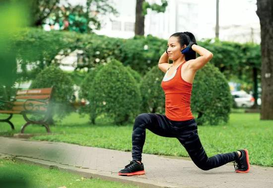 跑者最佳训练:4个弓箭步动作提升你的跑步实力!