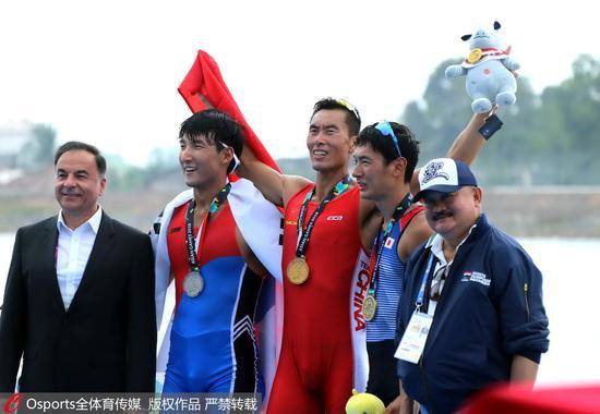 2018年雅添达亚运会,赛艇外子单人双桨决赛,中国选手张亮夺冠。