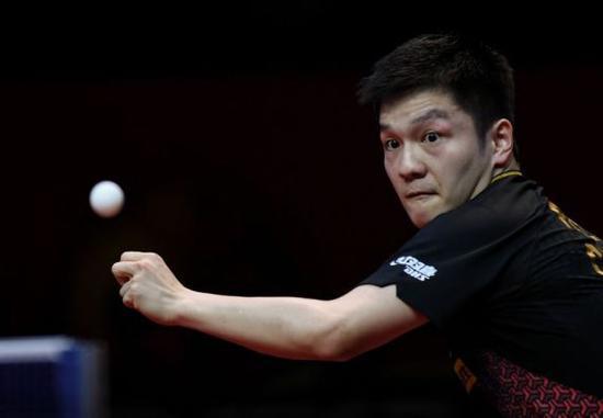 1月4日,樊振东在皇冠hg0088中回球。新华社 图