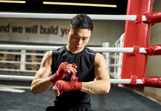 【博狗体育】英国拳王挑衅徐灿遭无情回怼:保护好下巴等我!