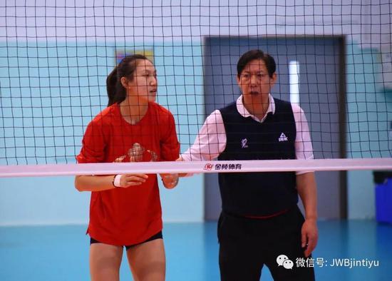 18岁董铭霄首次参加成年队训练收获多 小姑娘很珍惜争取全面提高
