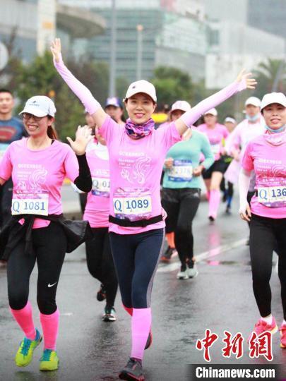 赛事设女子个人半程组、10km组、4.5公里情侣组三个组别。 静安区新闻办供图