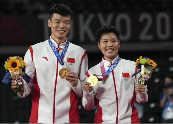 林丹祝贺中国羽毛球队:五个单项进入决赛,这是非常了不起!