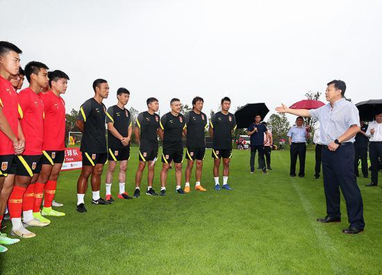 杜兆才调研亚泰训练基地 看望集训中的中国U16国少
