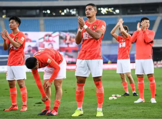 中国足协已向国际足联提交蒋光太转换会籍申请 10月可集训