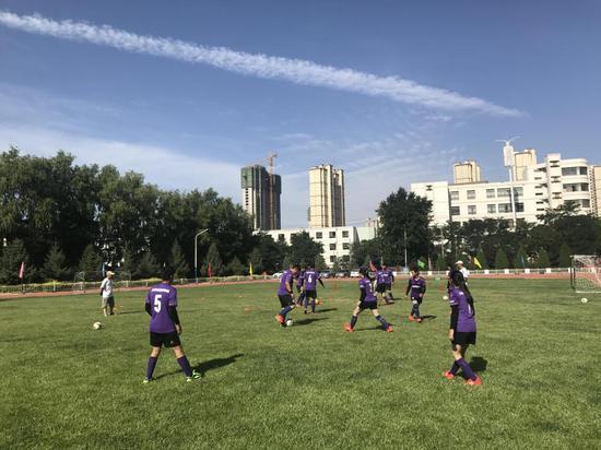 孩子们正在训练。新华社记者程楠 摄