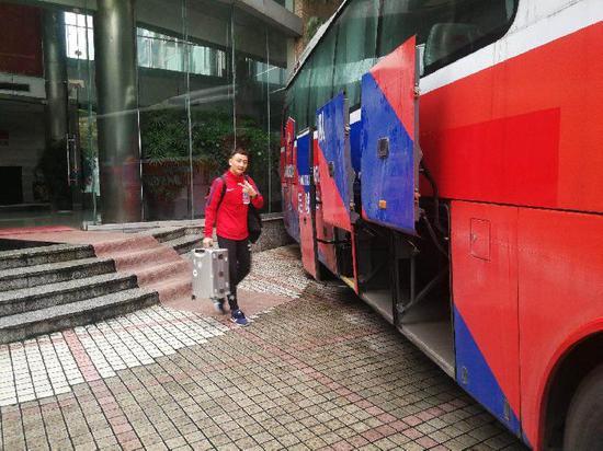 重庆当代仍入驻第一阶段宿舍 大部分行李都留在那