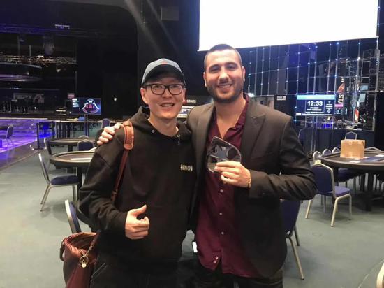 左:吴亚轲   右:2019WSOP主赛亚军Dario Sammartino