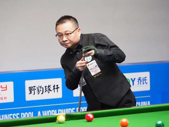中式台球大师赛综述:李赫文5炸4接宝刀未老 白鸽9-0零封