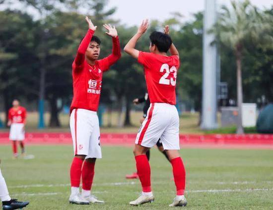 恒大青训斩24冠 青少年足球邀请赛U17组竞赛中三战全胜