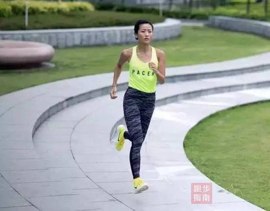 不光喜欢跑,她也专门能跑,每年都要为本身定一个幼现在标——参添三场马拉松。以是,在跑圈行家都称她为'肯尼亚徐'。
