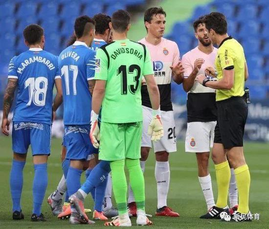 西班牙人后卫贝尔纳众被红牌罚下