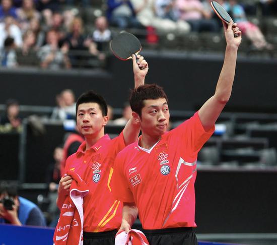 2011 年许昕不光在是岁首公开赛发挥最益的人,还在鹿特丹摘得世乒赛男双冠军。