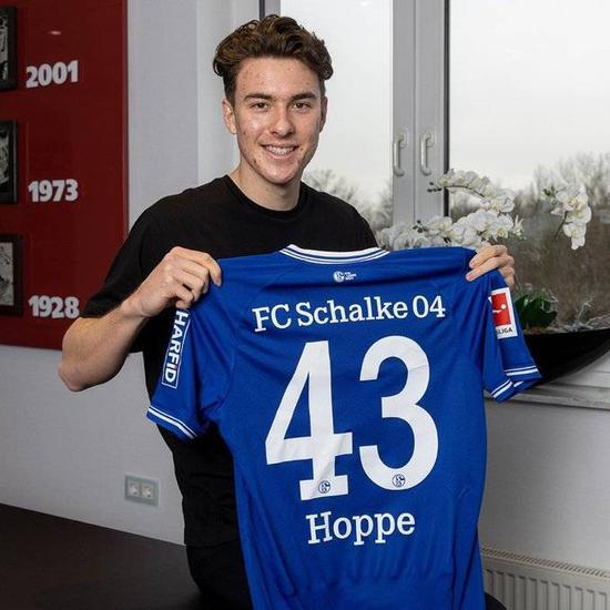 19岁美国小将霍普与沙尔克04签下首份工作合同