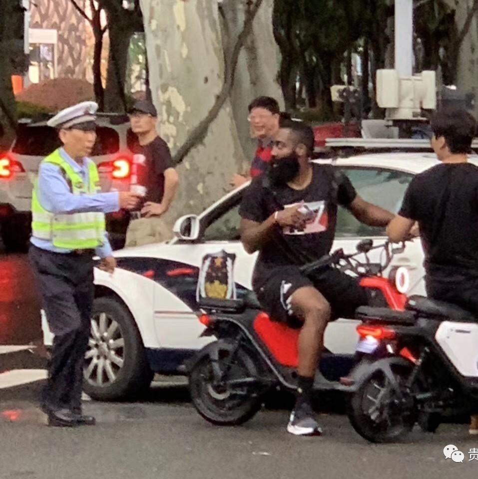 撸一撸成人电驴_哈登骑小电驴违规被警察抓了!被彻底玩坏了!