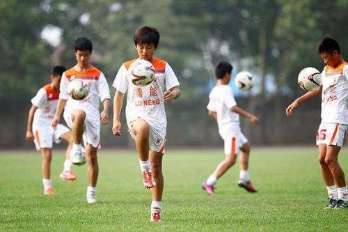问诊中国足球|追梦少年越来越少?注册球员储备危机
