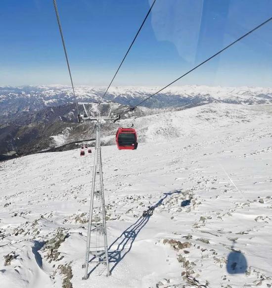 国内滑雪场万事俱备只待开板