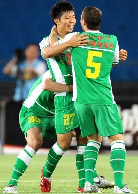 张稀哲亲笔信:龙哥是我心目中北京足球旗帜性人物