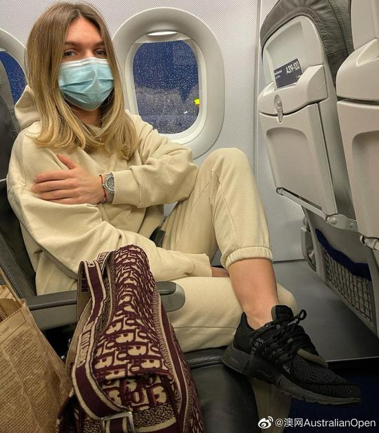 哈勒普飞往澳大利亚。