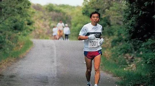 村上春树的12条跑步哲学:比开始更可贵的是坚持