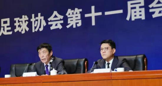 陈戌源(左)和刘奕
