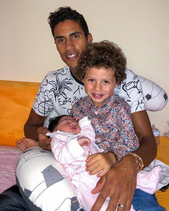 瓦拉内宣布女儿降生:儿子已经开始照顾妹妹了