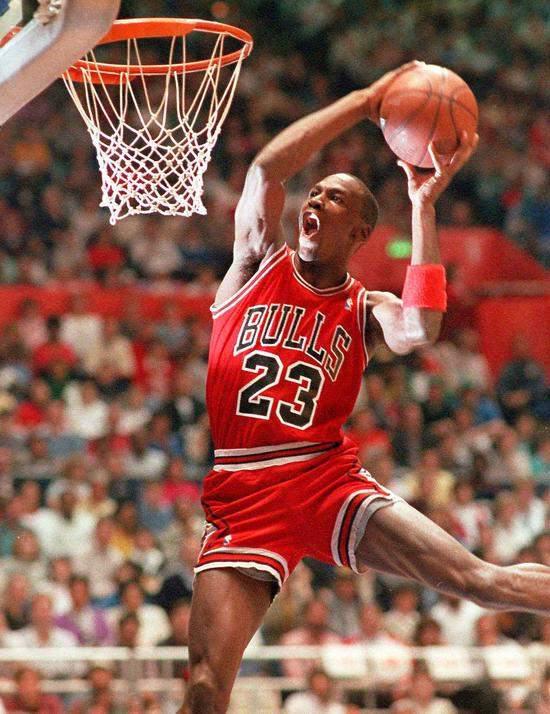 美国媒体ESPN借此评选了NBA历史上最美观的74款球衣