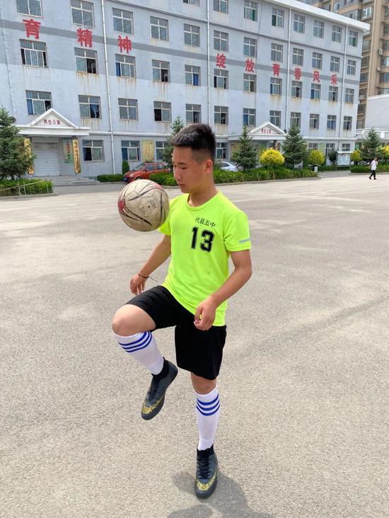 """山西小县城""""武磊""""的故事:足球打开新世界的大门"""