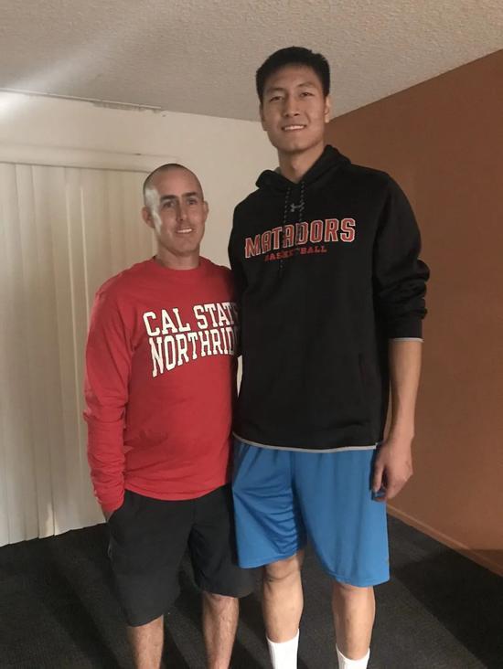 区俊炫与高中教练Gary
