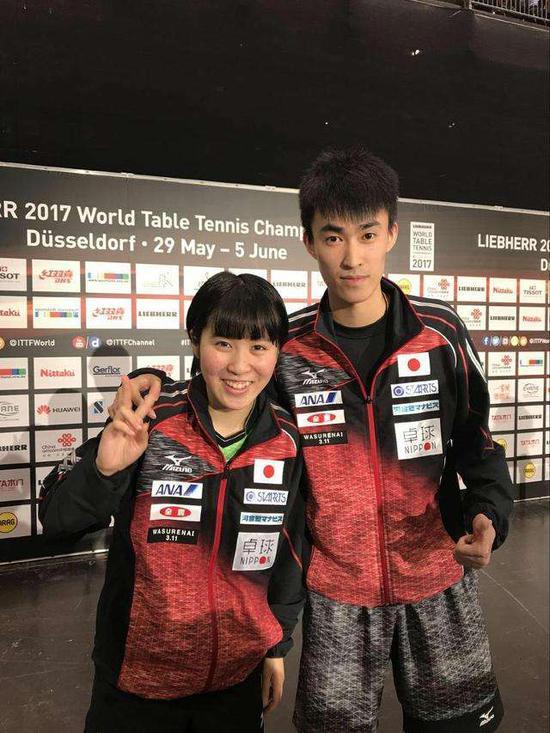 平野美宇和张成教练。