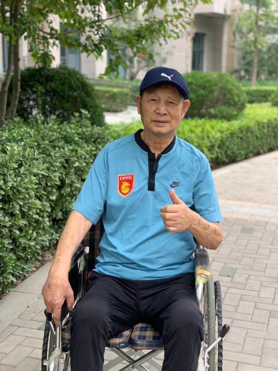 谢峰父亲谢鸿钧辞世享年91岁 是新中国第一代国脚