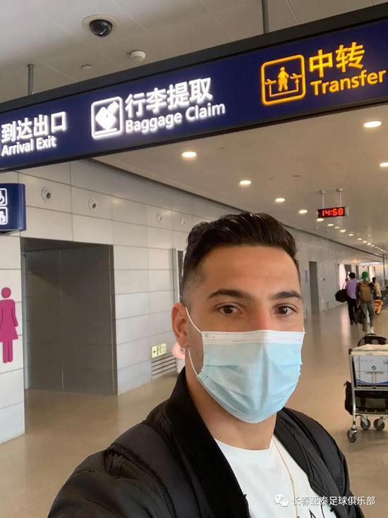 分别112天!亚泰新援飞抵上海 隔离两周后返回长春