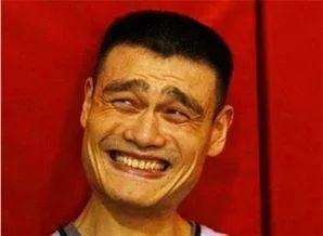 姚明笑_第一次!姚明竟被记者问到语塞 这题也太过分了_NBA_新浪竞技风暴 ...