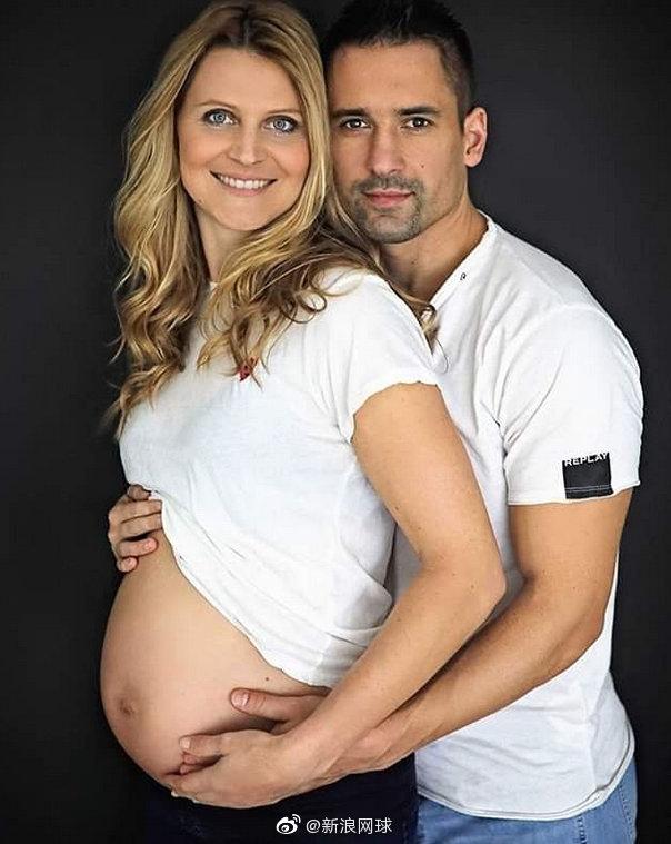 萨法洛娃和老公