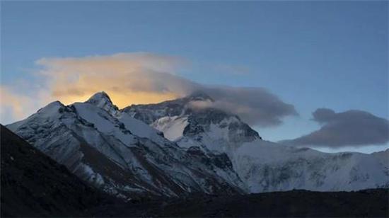珠穆朗玛峰 新华社图