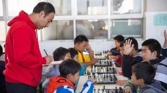 猫街中学举办中小学国际象棋比赛