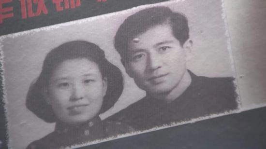 李朝贵夫妇合影