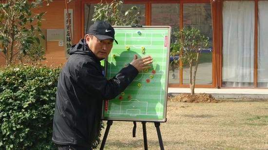 李春满谈新疆足球:在正确的道路上耐住性子