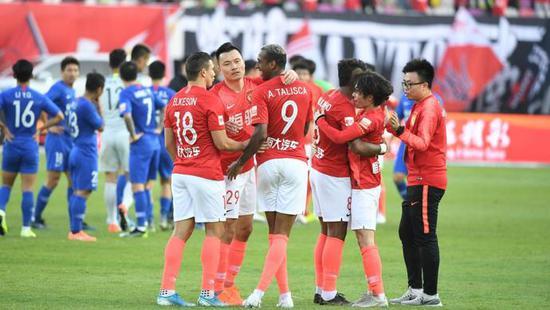沪媒:FIFA推5个换人名额 暗助恒大登顶20赛季中超?