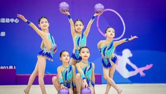 """女孩爱上""""地毯上的芭蕾"""" 艺术"""